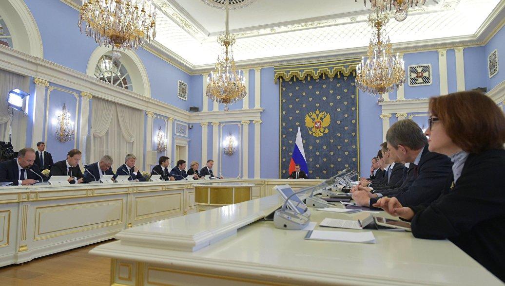 Бюджетникам подняли зарплаты с 1 сентября. Москва и остальные