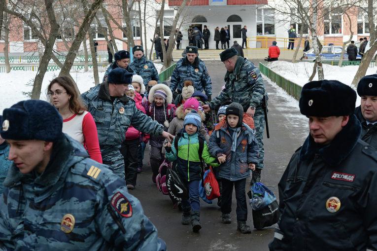 Почему школьник в Ивантеевке стрелял в школе в учителя? Смотреть видео, новости