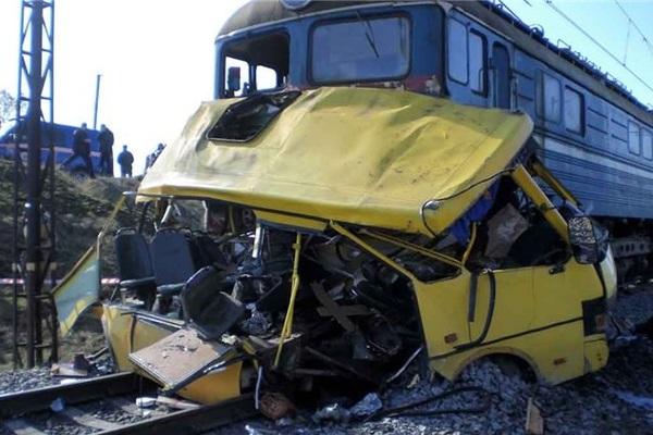 Страшная авария автобуса и поезда на станции Покров Владимирской области
