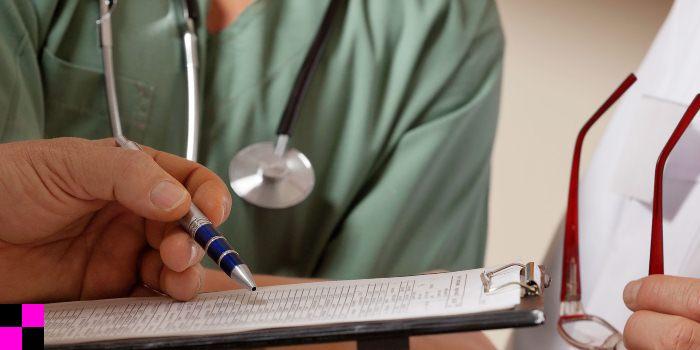 Реальный размер зарплаты у врачей, медсестер, санитарок и медработников в 2018 году в рублях