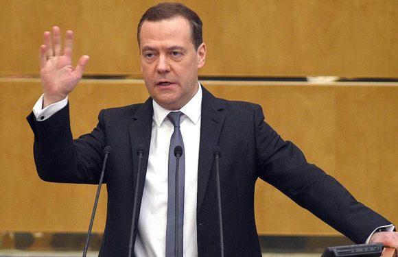 Медведев признал, что повышение пенсионного возраста-дело решенное