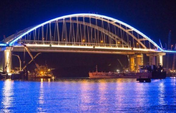 Первые автомобили, автобусы и мотоциклы поехали по Крымскому/Керченскому мосту