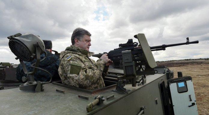 Порошенко разрешил войскам Украины использовать на Донбассе любое оружие