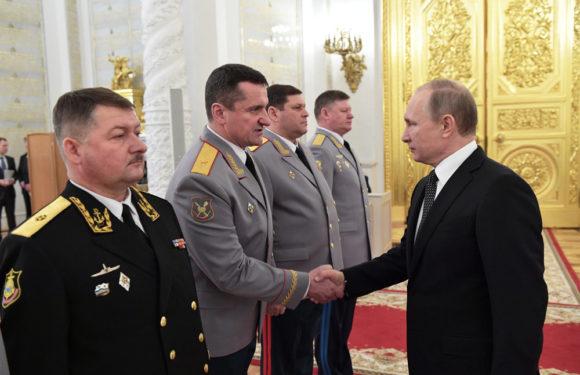 Путин пообещал индексацию военных пенсий на 6,3%