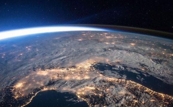 Северный магнитный полюс Земли смещается к России