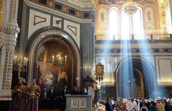 Православные христиане встречают Сретение Господне