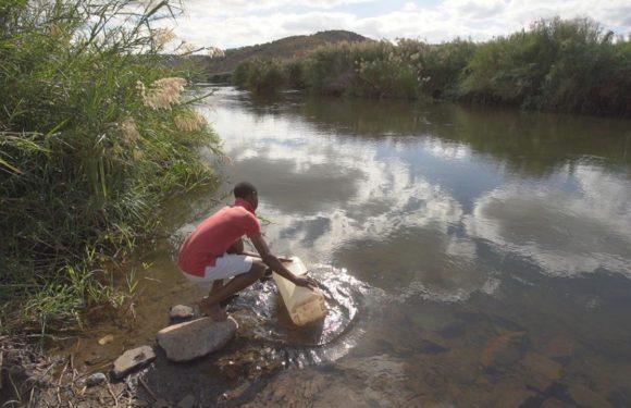 Коронавирус может выживать в речной воде до 25 дней. Попадает из канализации